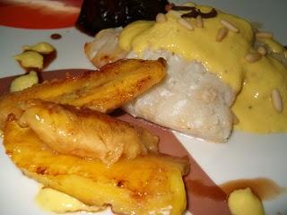 Pescado frito con crema de mango