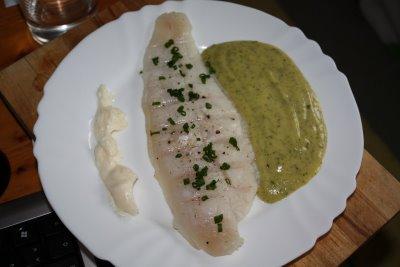 pescado al vapor con salsa de espinaca