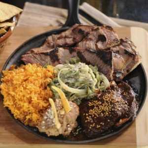 carne asado con huacamole