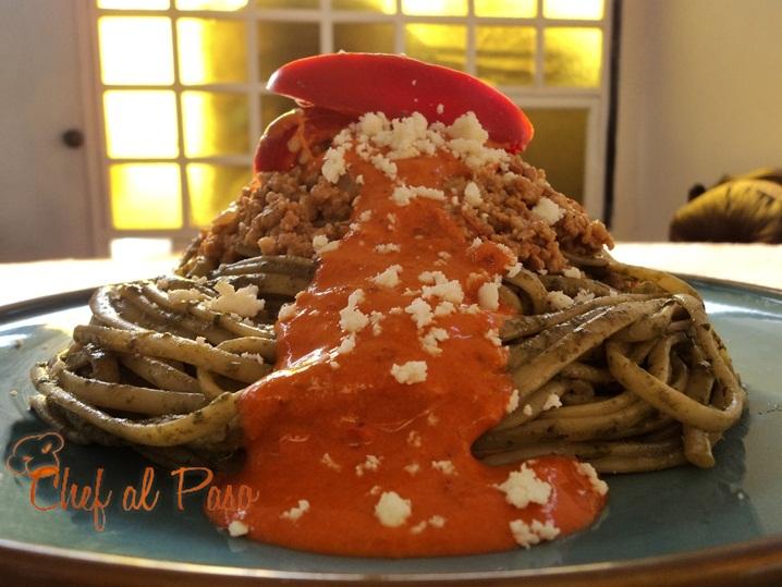 tallarines verdes y salsa de aji panca