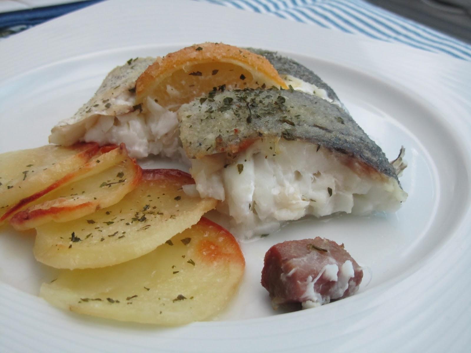 Merluza al horno acompa ada con patataschef al paso - Merluza rellena de marisco al horno ...