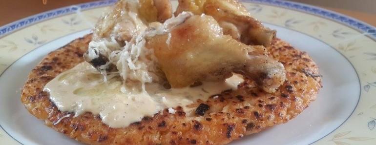 Alitas de pollo con salsa de queso y tacu tacu 2