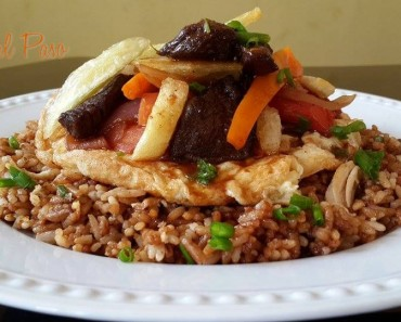 arroz chaufa cubierto de lomo saltado 2