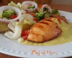 pechuga de pollo a la parrilla con ensalada de verduras  y crema de cocona 2