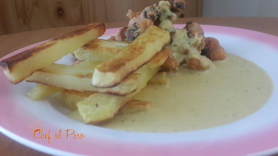 Chicharrón de tencaculos de pota con salsa de aguaje 2