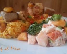 Plato  primaveral  con arroz pollo , pescado y ensalda 2