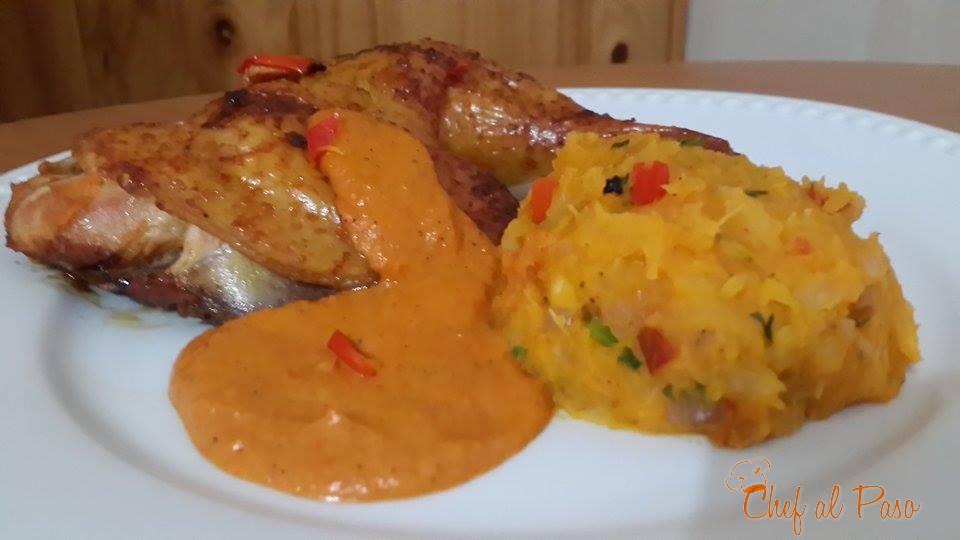 pollo con majado de yuca y salsa de pimiento 2