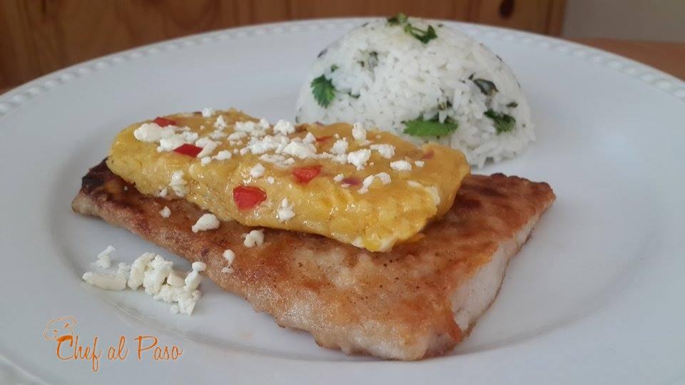 lenguado frito con majado de platano maduro y arroz con culantro 5