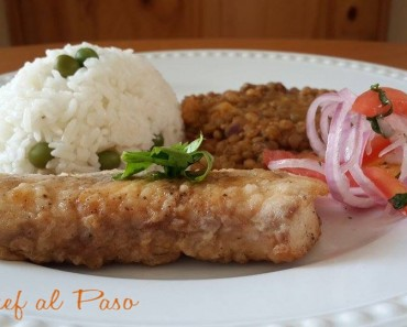 pescado frito  con lentejas y salsa criolla 5