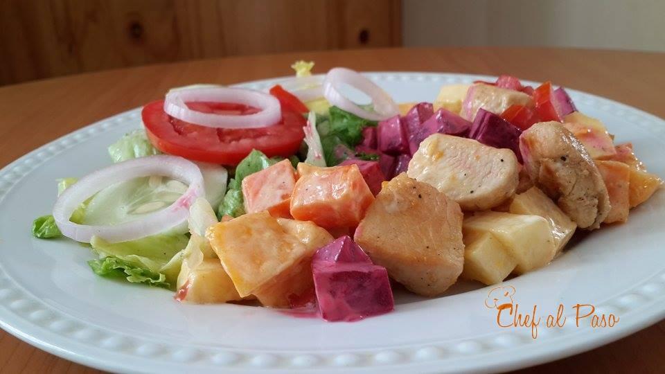 cubos de pollo con ensalada de verduras y frutas 3