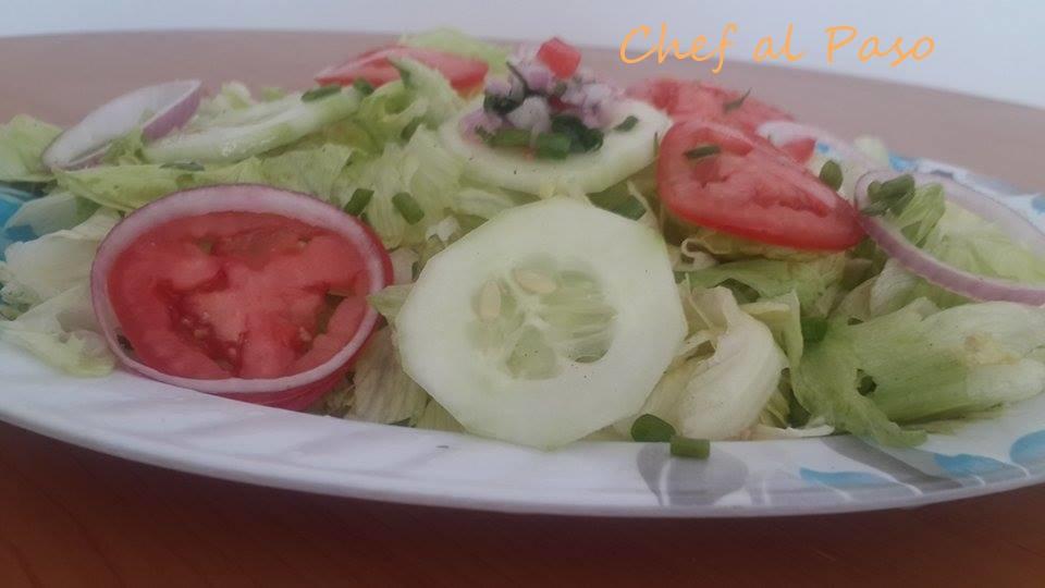 ensalada de pepinillo lechuga repollada y cebolla  2