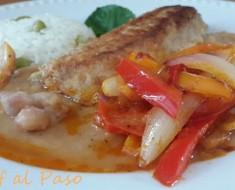 filetes de cachema encebollada  con frijol bayo 2