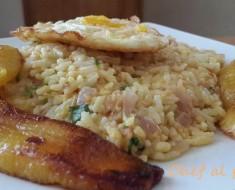 arrocito revuelto con huevo frito y platanos maduros 2