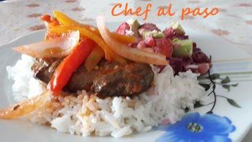 arroz blanco con higado encebollado y ensalada rusa 3