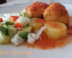 pollo en salsa de tomate y ensalada de palta 3