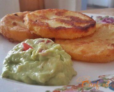 arepas de yuca  con guacamole 3