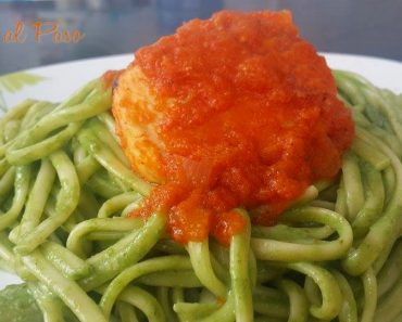 Pollo en salsa de tomate y tallarines verdes 3