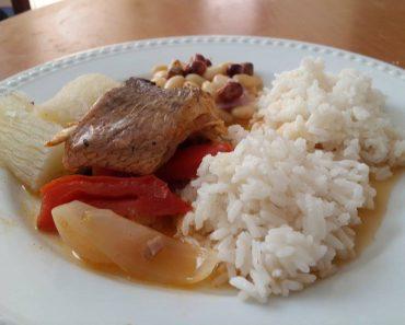 sudado-de-suco-con-arroz-y-yucas