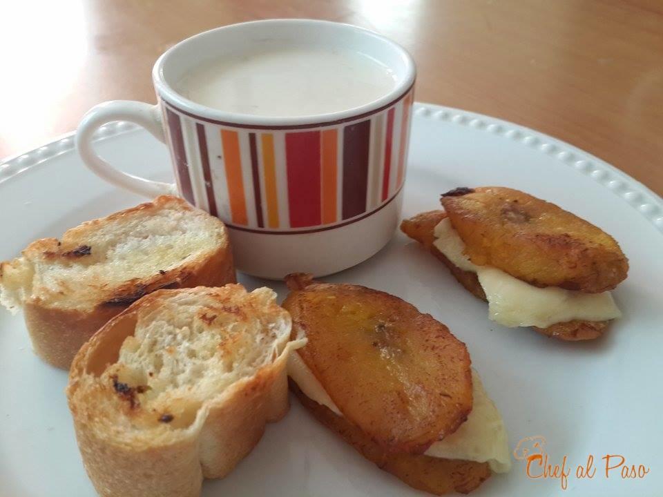 avena-con-leche-pan-al-ajo-platanos-madros-con-queso-2