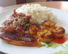 arroz con atun con platanos fritos