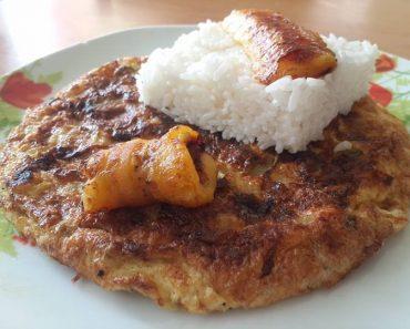 tortilla de plátano muduro con arroz blanco