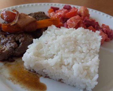 bistec de res al juego con arroz y ensalada rusa