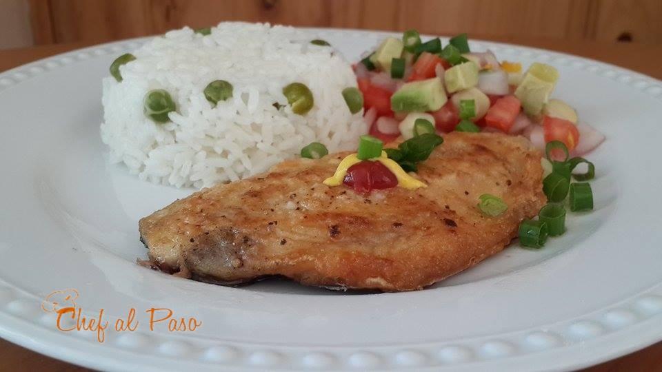 pampanito frito con pico de gallo aguacate y choclo 3