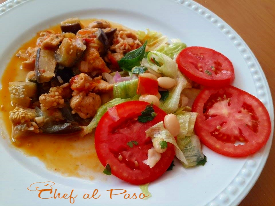 guiso de berengenas con pollo y ensalada de verduras 3